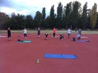 Die functional Body Training Gruppe auf dem Sportplatz.